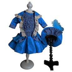 **Wonderful blue 3-piece costume***