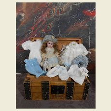 **Trousseau complete with doll and clothing !**