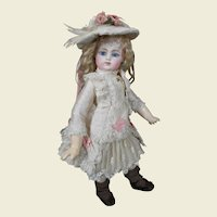 ***Amazing costume for your small doll****