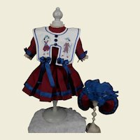 **Amazing costume with embroidered collar.***