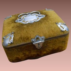 ***A wonderful French velvet box*** Approx 1880-1890