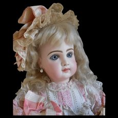 **A gorgeous Tête Jumeau closed mouth number 11**Excellent condition...