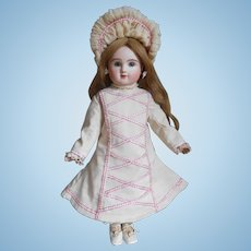 **Sweet dress with matching hat, very nicely made !**