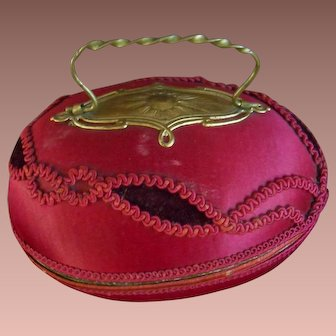 Beautiful French Egg presentation box, very luxury and covered with silk.