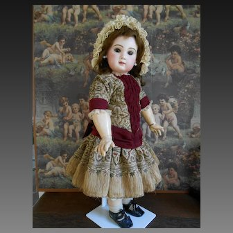 **Amazing Tête Jumeau closed mouth**size 12...with wonderful costume !