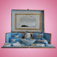 Adorable Au Louvre Toilet Service presentation box