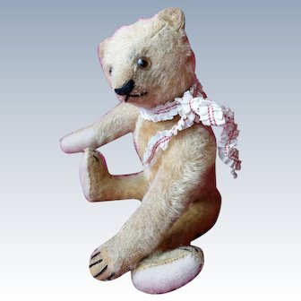 Very sweet small antique Steiff Bear