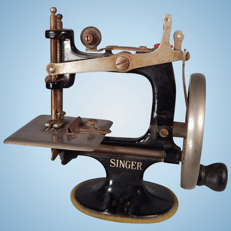 Charming Vintage Miniature Singer Sewing Machine For Your Doll My Adorable Miniature Singer Sewing Machine