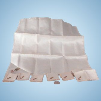 Sweet miniature linen Table Cloth and napkins for your Bebe