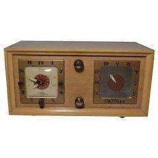 Vintage TraVler Superheterodyne Radio and clock