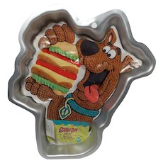 Wilton Scooby-Doo Ready to Chomp on a Burger Cake Pan