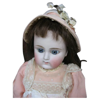 Alt Beck & Gottschalck  9  11  signed  doll closed mouth 22 inches or 55 cm
