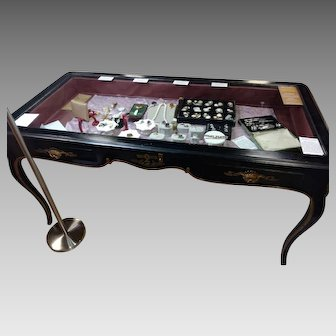PICKUP ONLY Fine Vintage Display Table/Case from Waldorf Astoria