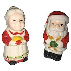 1980 Vintage Santa and Mrs. Claus Salt and Pepper Shaker Set OTH10177