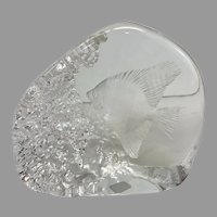 Vintage 1998 Mats Jonasson Tropical Fish Engraved Lead Crystal Sculpture (OTH10347)
