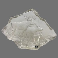 """Uncommon Mats Jonasson """"Moose Family"""" Engraved Lead Crystal Sculpture (OTH10348)"""