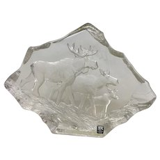 "Uncommon Mats Jonasson ""Moose Family"" Engraved Lead Crystal Sculpture (OTH10348)"