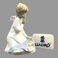 "Elegant Lladro Figurine ""Angel With Child"" No.4635 In Great Condition (OTH10557) Porcelain Lladro Figurine c. 1970"