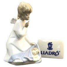 "Elegant Lladro Figurine ""Angel With Child"" No.4635 In Great Condition (OTH10557) Porcelain Lladro Figurine c. 1970"