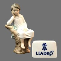 "Elegant Lladro Figurine ""Little Boy Thinking"" No.4876 In Mint Condition (OTH10558) Porcelain Lladro Figurine c. 1970"