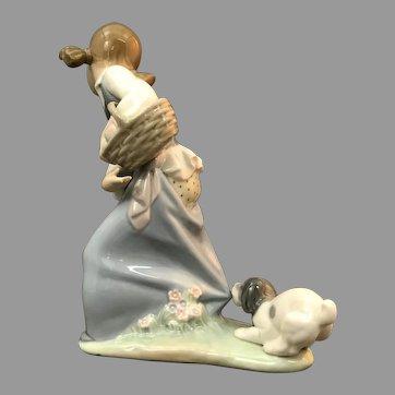 "Lladro Figurine ""Naughty Dog"" No.Nb736 In Good Condition (OTH10560)Circa 1970 Porcelain Lladro Figurine c. 1970"