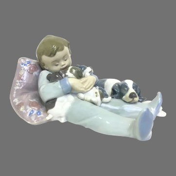"Vintage Lladro Figurine ""Sweet Dreams"" No.1535G In Mint Condition (OTH10566) Porcelain Lladro Figurine c. 1980"
