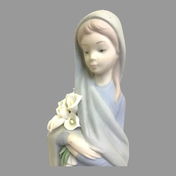 """Elegant Lladro Figurine """"Girl with Calla Lilies"""" No.4650 In Great Condition (OTH10571A) Porcelain Lladro Figurine c. 1970"""