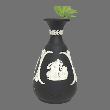 Wedgwood Cameo Bud Vase in Cream Color on Black Jasperware in Great Condition Circa 1965 (OTH10572)
