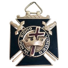 Vintage Estate 10 Karat Yellow Gold and Onyx Masonic Knights Templar Watch Fob, Circa 1911 (WAT10200)