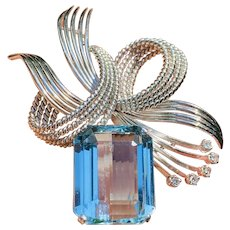 Striking 1950s Vintage 18k Gold 7.41 ct Diamond Aquamarine Brooch Pendant for Necklace