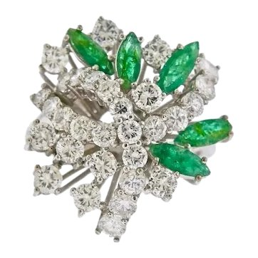 Striking 18k Gold Vintage Retro Emerald Diamond Cluster Ring