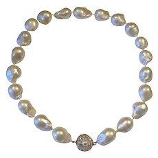 Retro Estate 1960s 14k Gold Baroque Pearl Necklace 0.85ct Diamond Baguette Brilliant Clasp
