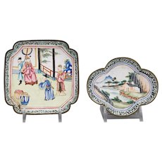 Absolutely Lovely Pair Famille Chinese Asian Porcelain Dishes, Qing Dynasty, from the 19th Century