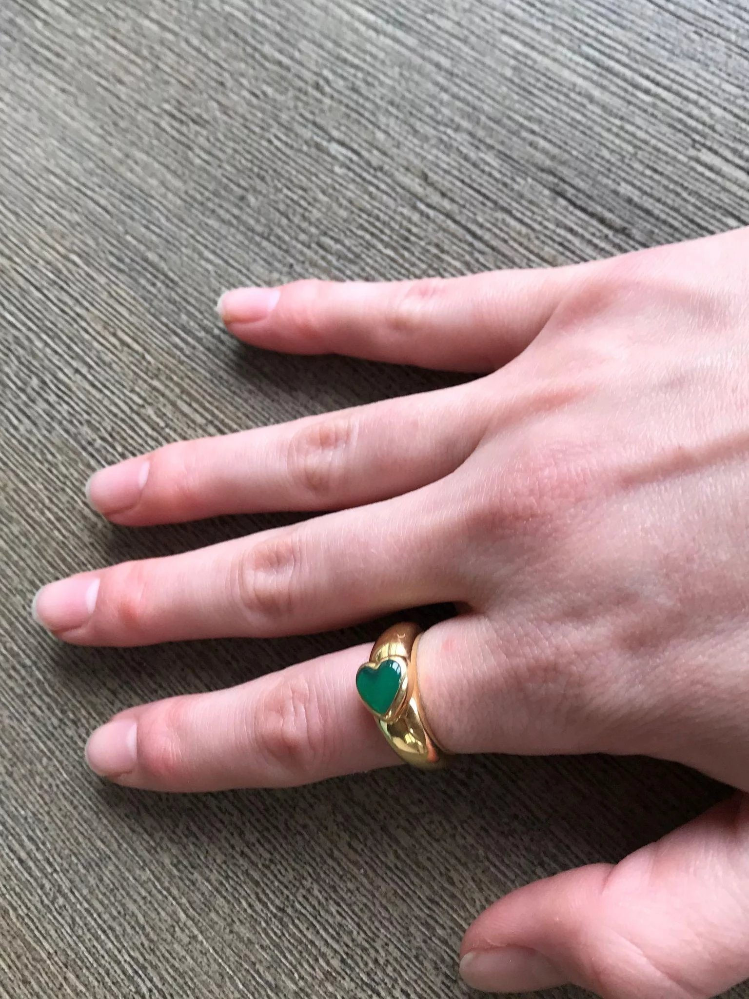 Van Cleef and Arpels Green Chrysoprase Heart Ring 18K Yellow Gold ...