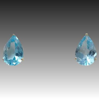 Vintage 11.2cwt. Pear Cut Aquamarine 14k Yellow Gold Earrings
