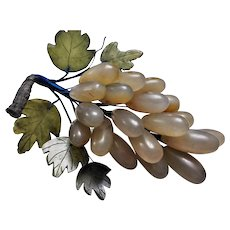 Vinatage 1960's Chinese Export Green Jade Agate Grapes