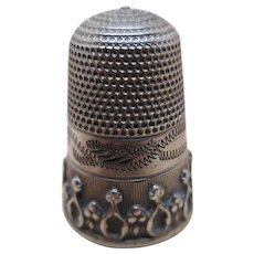 A decorative English silver thimble c 1860