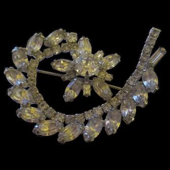 Bright shiny rhinestone brooch by Weiss