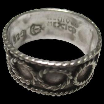 Vintage sterling silver size 4.5 ring