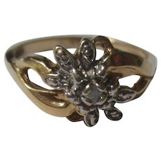 Flower ring 10k yellow gold diamond chip  size 6.5