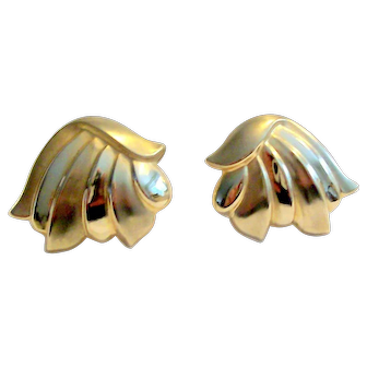 14 k Gold Pierced Earrings Stylized Wings