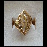 Beautiful 18 Karat Yellow Gold Fancy Diamond Cut Marquise and Swirl Ladies Ring