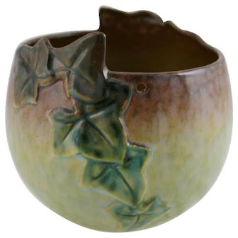 """Roseville Wincraft 6.5"""" Hanging Basket With Ivy Leaves In Charteuse Glazes 267-5"""