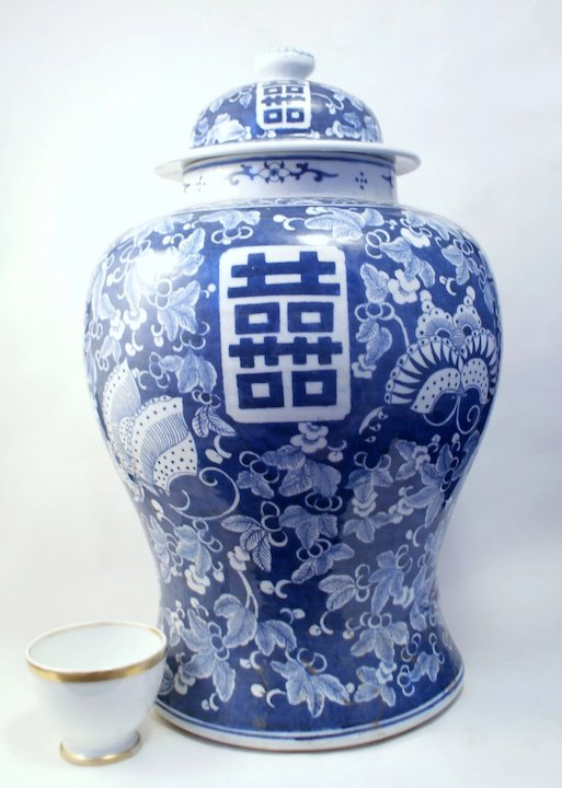 A Large Pair Of Antique Chinese Porcelain Vases Covers Chenghua