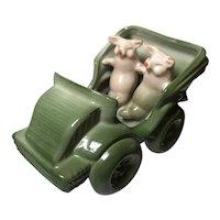 Fairing:  2 Pigs in a Car