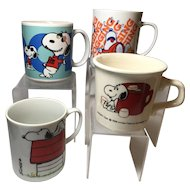 4 Snoopy Pottery Mugs: United Feature Syndicate, Inc.