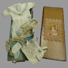 Sweet Original Antique Dolls Lingerie Set/Dolls Ensemble from ca 1890 in its wonderful presentation box