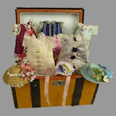 """MIGNONETTE dolls antique French travelling trunk with beautiful clothes for your 5-5,5"""" (12,5-14cm) mignonette"""