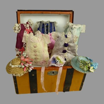 "MIGNONETTE dolls antique French travelling trunk with beautiful clothes for your 5-5,5"" (12,5-14cm) mignonette"