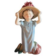 Royal Doulton Figurine Make Believe HN 2225